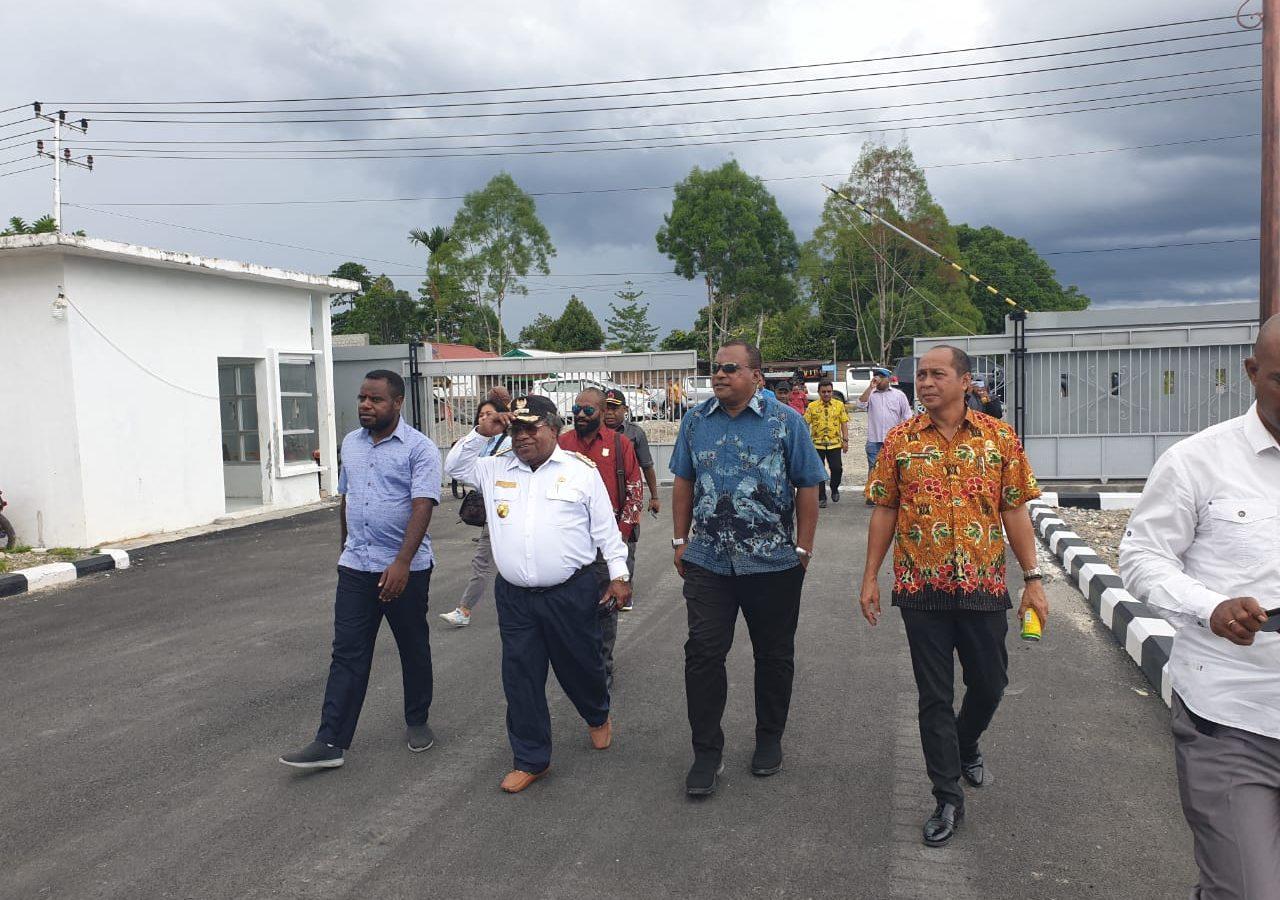 Tim Panja Komisi V DPRP saat menyambangi salah satu Venue PON XX 2020 Klaster Timika (3)