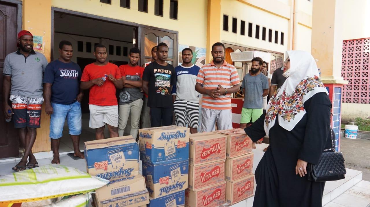 Sekretaris Komisi V DPRP Kunjungi Asrama Mahasiswa Asmat Senin, 06 April 20 (2)